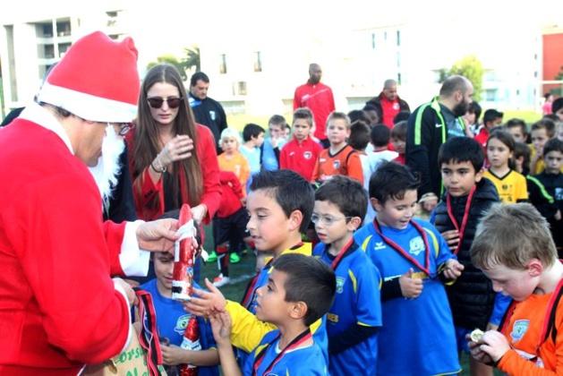 Peluches géantes, Père Noël, distribution de chocolat au plateau de Noël du FCS Calvi
