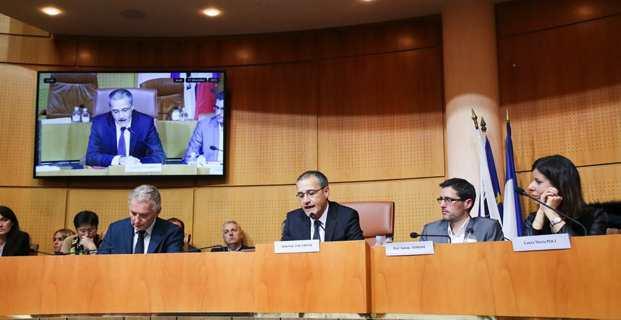 Jean-Guy Talamoni prononce, in lingua nustrale, son premier discours en tant que président de l'Assemblée de Corse. Photo Marcu-Antone Costa.