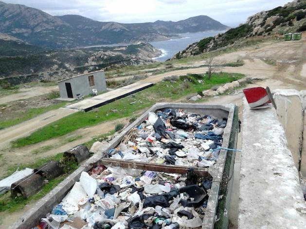 A Calvi, pour l'heure les déchets sont stockés dans ces containers, mais jusqu'à quand?