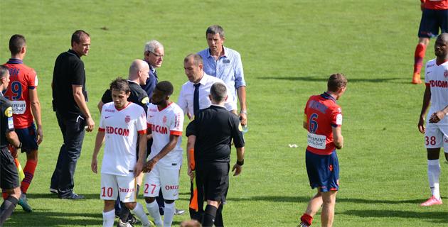 Jardim et Laurey (au centre sur notre photo) au terme du match aller remporté par Monaco (0-1)