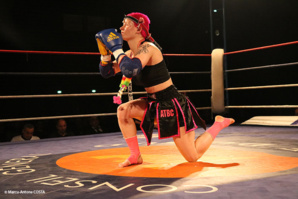 Cindy Silvrestre, lors du traditionnel Wai Khru d'avant combat.