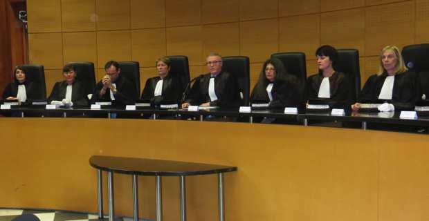 Francis Bihin, président du TGI de Bastia, entouré par les magistrats du siège.