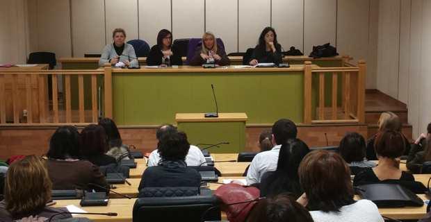 Emmanuelle De Gentili, 1ère adjointe au maire de Bastia, déléguée à la politique de la Ville, au renouvellement urbain et à la vie de quartiers, entourée des représentantes de la DRUCS (Direction du renouvellement urbain et de la cohésion sociale), de la CAB et de l'Etat.
