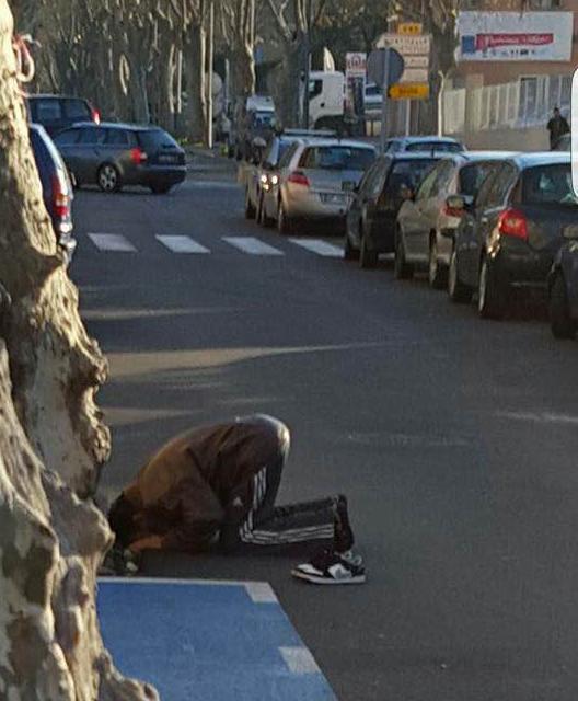 Prière musulmane en plein centre-ville de l'Ile-Rousse : Les excuses de l'Union des Marocains de Balagne