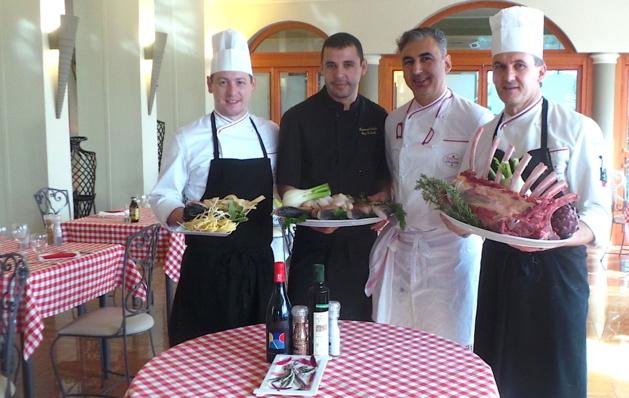 Maurizio Marsili (à droite), Mamo (à ses côtés) et l'équipe de l'Ostella : La cuisine italienne fait son festival