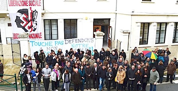 Menaces de fermeture de classe : Manifestation devant l'école primaire de Sartène