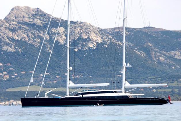 """Escale calvaise pour le """"S.Y Aquijo"""", luxueux yacht de 86 mètres"""