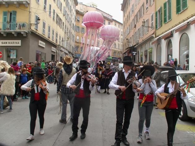 Carnaval de Bastia : Jour de folie sur le boulevard Paoli