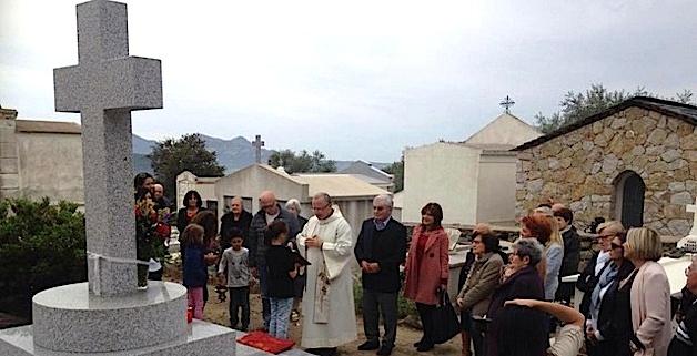 Bénédiction d'une Croix au cimetière de Zilia