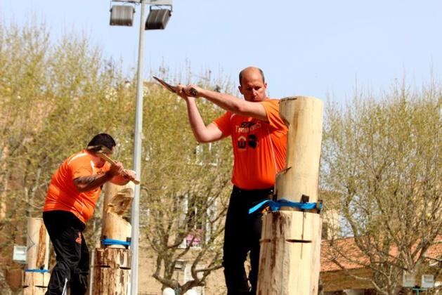 Première manche du championnat de France de bûcheronnage Timbersports à L'Ile-Rousse