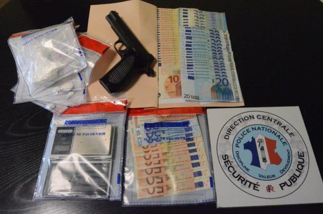 Une arme de poing, 51 gr de cocaïne et 2 500€ saisis par les enquêteurs
