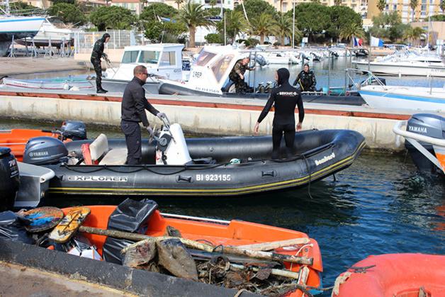 """Calvi : Mobilisation pour """"l'opération nettoyage"""" du port de plaisance"""