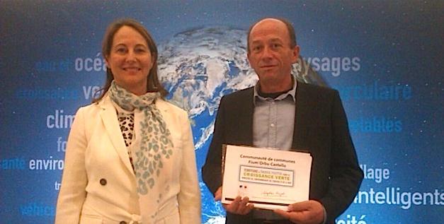 """Louis Cesari vient de signer la convention """"territoire à énergie positive pour la croissance verte en présence de Ségolène Royal."""