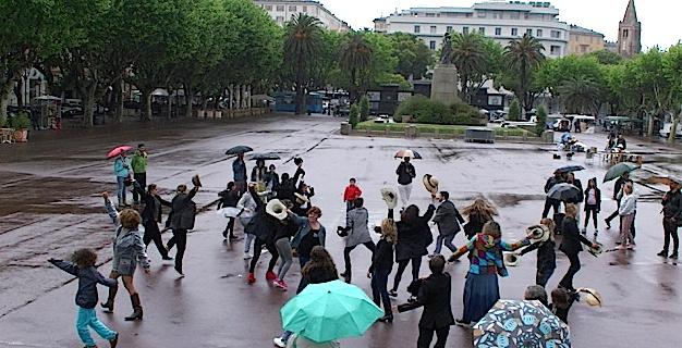 Flash Mob sous l'orage à Bastia pour l'ouverture de Plateforme Danse