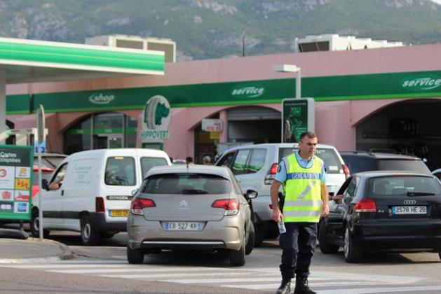 Ruée sur les pompes à essence à Calvi