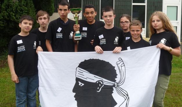Filipe Cardoso de Lima, Lucas Bunoust, Julien Morison, Nabil Bouslimi, Axel Brunel, Elise Tomasi, Baptiste Roux et Chjara Dussert (De gauche à droite) : Giraud est vice-champion de France !