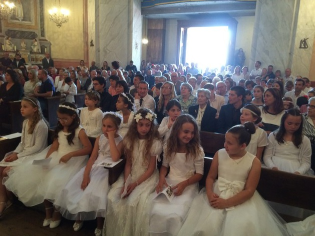 Communions et baptêmes à Calvi pour la Fête-Dieu