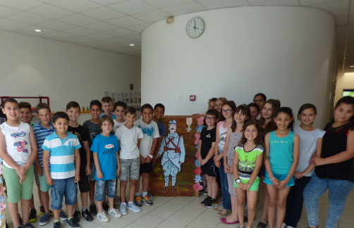 """Ghisonaccia : Les élèves de CM2 A de Emmanuelle Mata """"Petits artistes de la mémoire"""" ?"""