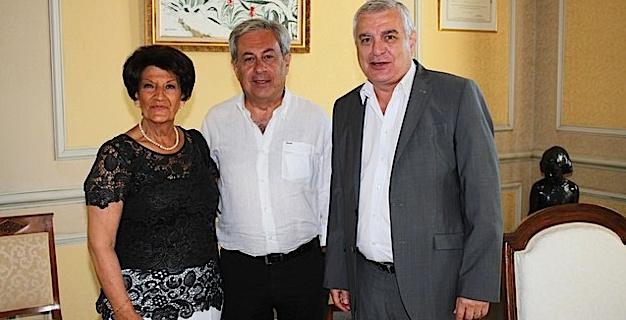 Marc Germain accompagné de Jeanine Maraninchi a été reçu à l'hôtel de ville par le Maire Ange Santini