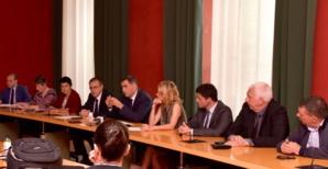 Le Conseil exécutif autour de son président et de celui de l'Assemblée de Corse.