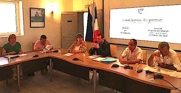 Jean-Charles Orsucci, maire de Bonifacio, et ses adjoints, toutes tendances politiques confondues.