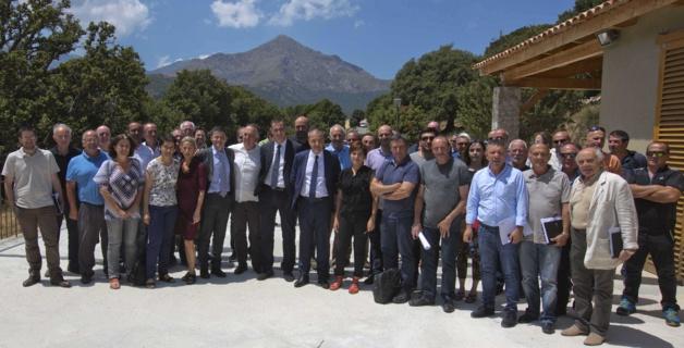 Les élus corses réunis récemment à Olmi-Cappella