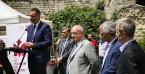 Gilles Simeoni avec le maire de Tours, l'ambassadeur de Hongrie et Antoine Selosse.