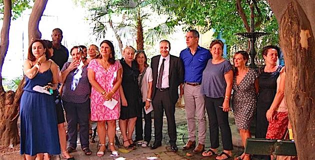 Dans les jardins de l'ancienne mairie, une partie de l'équipe municipale venue présenter le Festival I Sulleoni (© Laurent H)