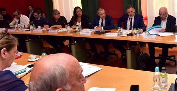 Le président du Conseil exécutif de Corse, Gilles Simeoni, et le président de l'Assemblée de Corse, Jean-Guy Talamoni, ont coprésidé les réunions sur la mise en place de la future collectivité unique.