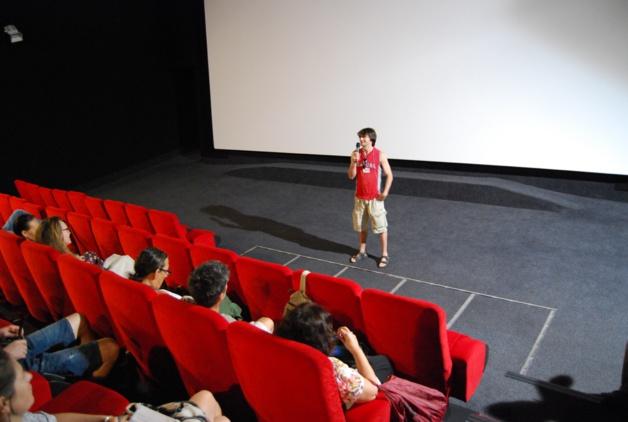 Gérard, face à son public, en toute décontraction