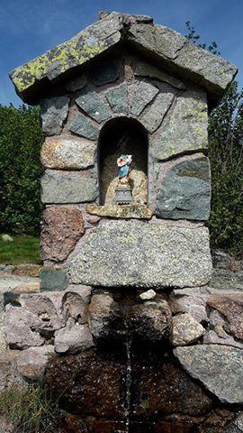 Lac de Ninu : La vierge Marie et Jésus têtes et bras coupés à 1700 m d'altitude