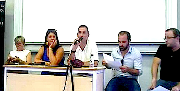 Le leader d'Inseme, Gilles Simeoni, entouré de membres de l'Exécutif.