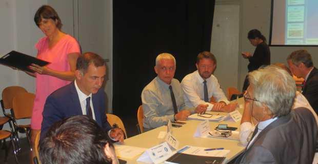Alex Vinciguerra, président de la CADEC, et Gilles Simeoni, président du Conseil exécutif, entourés des membres du Conseil d'administration.