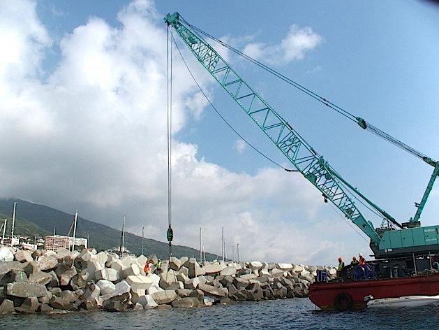 Port Toga : Remise en état de la digue du large