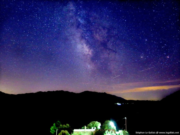 Levie : L'Alta Rocca sous les étoiles