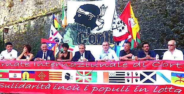 """A la tribune pour le débat """"Guvernu corsu, custruimu a Nazione"""", autour de Jean-Guy Talamoni, président de l'assemblée de Corse, le Conseil exécutif de la Collectivité territoriale de Corse et son président Gilles Simeoni."""