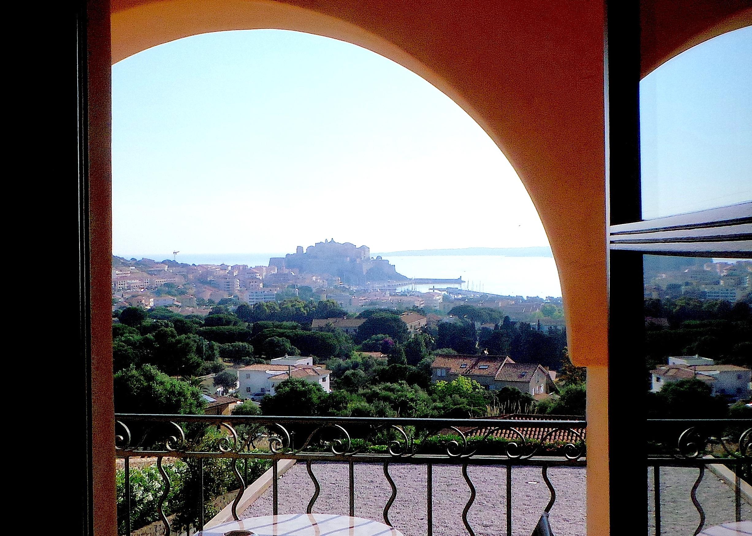 Recherches d'hôtels sur internet :  la Corse, dixième région préférée des Français