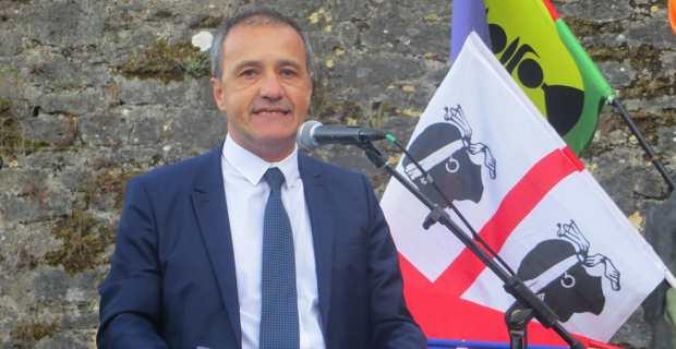 Jean-Guy Talamoni prononçant son discours de cloture.