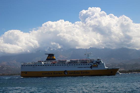 """La """"Der"""" de Corsica Ferries au port de Calvi"""