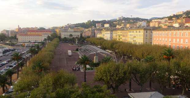 Place Saint-Nicolas.