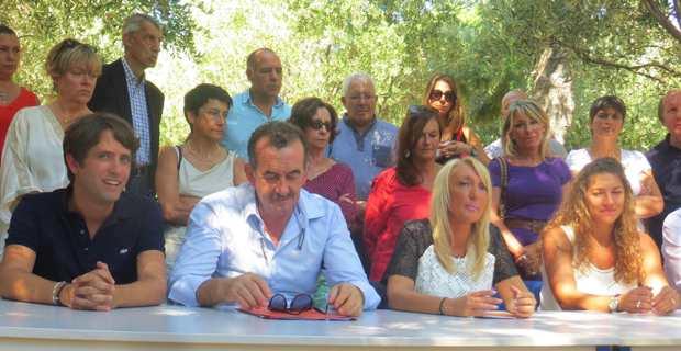 Le binôme de la majorité municipale, José Gandolfi / Emmanuelle de Gentili, entouré des suppléants Joseph Savelli / Christelle Timsit.
