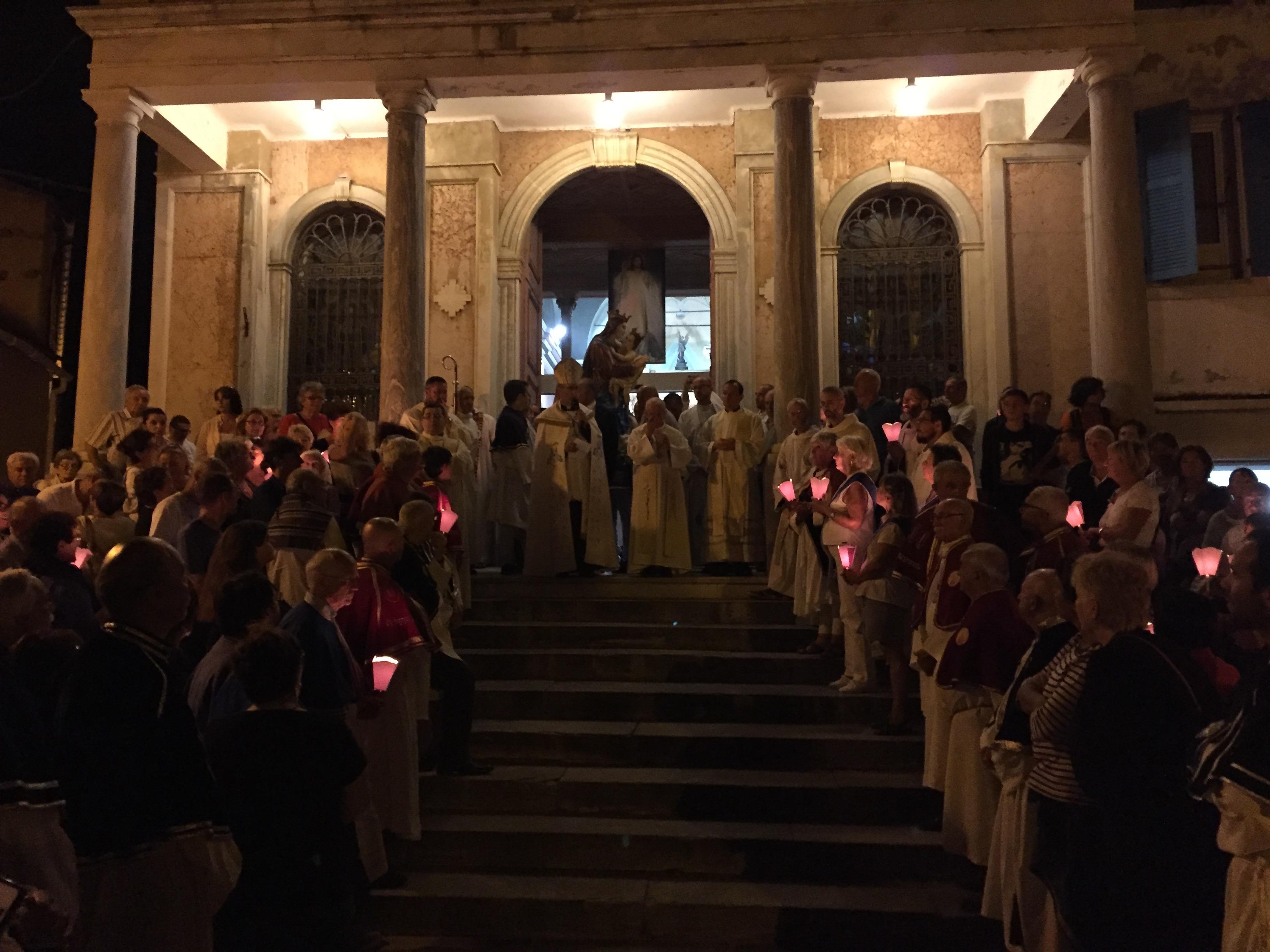 Lavasina : Messe et retraite aux flambeaux pour des milliers de pèlerins