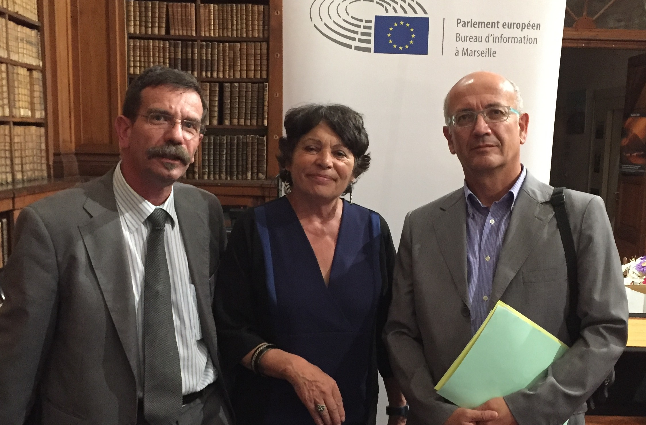 Michèle Rivasi, entouré à gauche de Jacques Parodi directeur de la DRAF et à droite de Daniel Fauvre directeur de la DREAL.