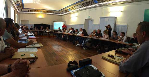 Le Comité de bassin de Corse réuni à Corte en présence de son vice-président Saveriu Luciani, également président de l'Office d'équipement hydraulique de la Corse, et de Laurent Roy, Directeur général de l'agence de l'eau..