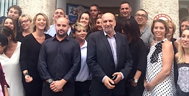 L'Association Espoir Autisme Corse et le Sessad de Haute-Corse entourés de Gilles Simeoni, Jean Christophe Angelini et Pierre Savelli