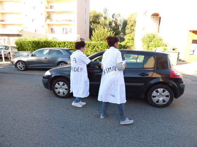 L'ADMR Solenzara-Côte des Nacres bloque la RT 10 dans le centre ville de la commune