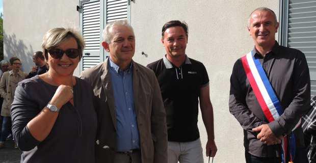 Le maire de Centuri, David Brugioni, entouré de la conseillère territoriale, Anne-Laure Santucci, du président du Conseil départemental de Haute-Corse, François Orlandi, et du nouveau médecin, le Dr Eric Coujard.