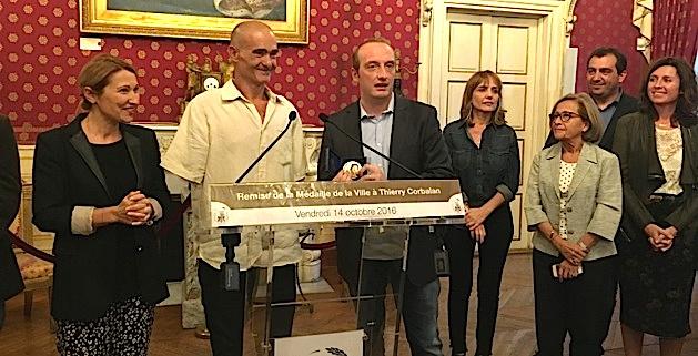 """Thierry Corbalan, le """"dauphin corse"""", reçoit la médaille de la ville d'Ajaccio"""
