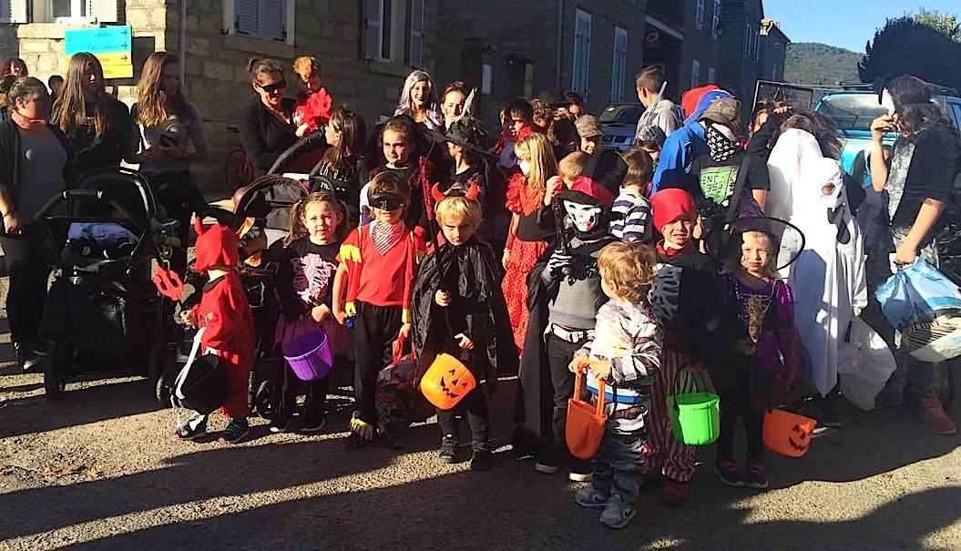Cozzano : Le chant, les jeux vidéo, Halloween