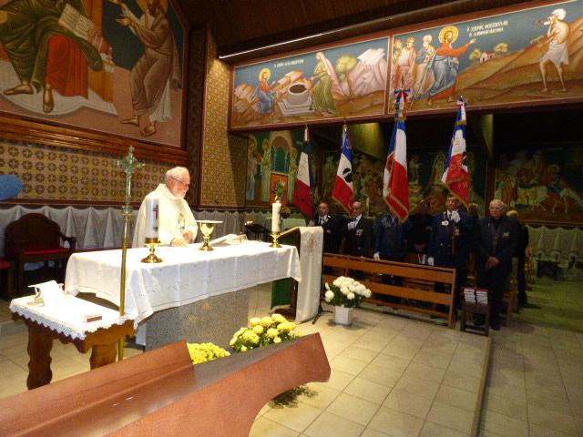 La cérémonie religieuse en mémoire des disparus a été célébrée par le père Adalbert.